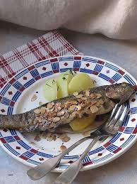 cuisiner la truite cuisine cuisiner une truite lovely recette de truites aux amandes