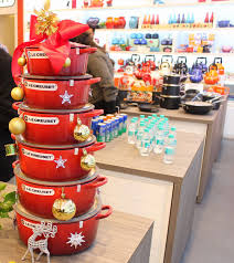 ssu kitchen le creuset pans pots and dishes in stylish colours