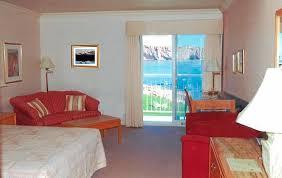 hotel normandie dans la chambre notre chambre avec vue sur la mer photo de hotel la normandie