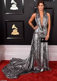 grammys 2017 cassadee pope stuns in plunging gown daily mail online