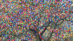 happy easter decorations the domestic curator eierbaum and you didn t think easter eggs