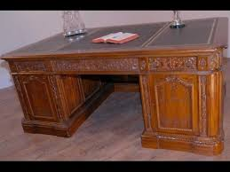 Resolute Desk United States Presidents Resolute Desk Oval Office Youtube