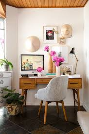Home Office Ideas For Small Spaces by Best 25 Mini Office Ideas Only On Pinterest Small White Desk