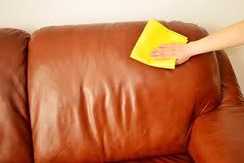 truc de grand mère pour nettoyer canapé en cuir