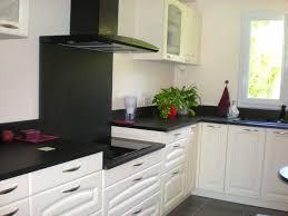 cuisine blanche avec plan de travail noir étourdissant cuisine blanche plan de travail gris avec plan de