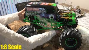 grave digger monster truck videos youtube 1 8 scale rc monster jam grave digger full function walk around
