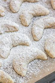 vanillekipferl german vanilla crescent cookies plated cravings