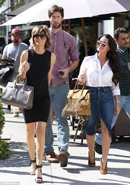 kyle richards hair extensions kyle richards and lisa rinna film the sixth season of bravo s the