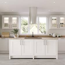 howdens kitchen cabinet doors only mollie king finishes kitchen in time for