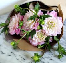 How To Make Roses Live Longer In A Vase Tried And Tested How To Make Fresh Flowers Last Longer Gardenista