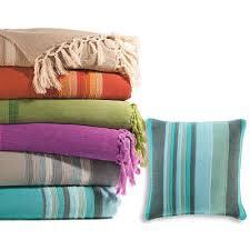 ou jeter un canapé plaids et jetés de canapé large choix de plaids et jetés de