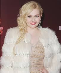 hairstyles in queens way abigail breslin s scream queens fashion details instyle com
