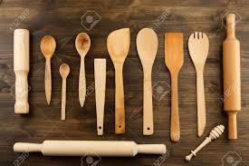 fonds de cuisine ustensiles de cuisine sur fond de bois cuillère mortier spatule