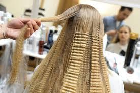 alimenti fanno bene ai capelli vuoi evitare capelli bianchi forfora e doppie punte mangia noci