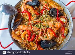 cuisine traditionnelle espagnole la paella la cuisine traditionnelle espagnole banque d images
