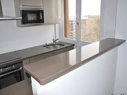 plan de cuisine en quartz rénovation et habillage de plan de travail avec des matières comme