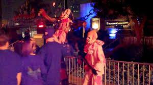 clowns at halloween horror nights universal studios hollywood halloween horror nights 2011 stilt