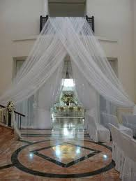 Ceiling Draping For Weddings Diy Long Lengths Of Tulle Tied Around A For A Pretty Backdrop