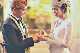 unique wedding traditions from around indonesia bridestory