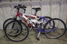 jeep cherokee mountain bike 2 bikes blue ideal alpha mountain bike u0026 red infinity 21 speed