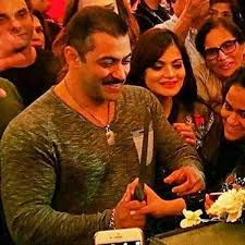 check out salman khan u0027s massive birthday cake salman khan during