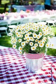 Daisy Centerpiece Ideas by Best 25 Daisy Party Ideas On Pinterest Daisy Decorations Easy