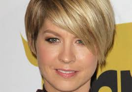 short hairstyle worn beind the ears in layers for fine hair short hairstyles worn behind ears best short hair styles