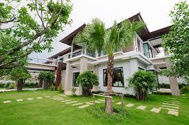 casa e giardino casa e giardino moderni fotografia stock immagine di architettura