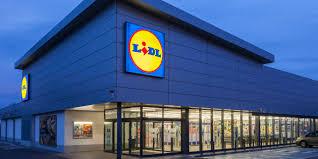 si e social lidl un supermercato lidl ha licenziato un impiegato perché lavorava