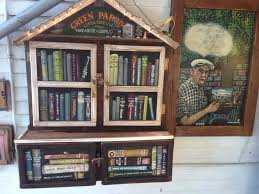 little free library green parrot in key west actualitté flickr