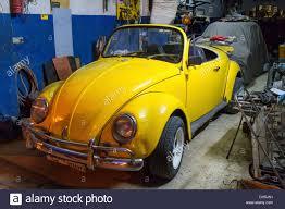 yellow volkswagen convertible volkswagen beetle cabrio stock photos u0026 volkswagen beetle cabrio