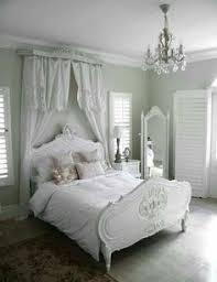 Shabby Chic Guest Bedroom - chambre de charme studio de charme salon cuisine shabby chic et