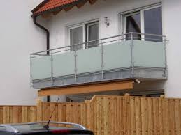 unterschied terrasse balkon balkon geländer