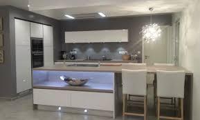cuisine en u avec ilot modele cuisine ilot central alinea mit auf der moderne maison