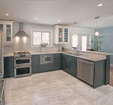 mur de cuisine couleur mur de cuisine cuisine blanc brillant et bois meubles de