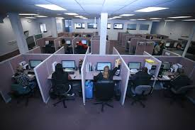 what is the difference between a call center and an answering