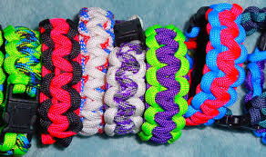how to make a 2 color paracord bracelet youtube