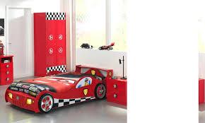 chambre voiture lit garcon voiture cool idace pour la chambre de votre enfant avec