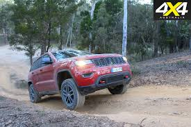 jeep laredo 2017 jeep grand cherokee trailhawk vs 2017 ford everest trend
