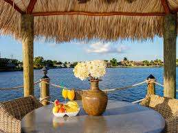 Tiki Hut Cape Coral Fl Affordable Luxury Getaway Infinity Homeaway Eight Lakes