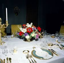 kn c19905 flower arrangement and table settings in state dining