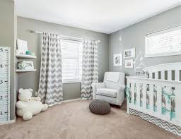 kinderzimmer in grau steingraue wandfarbe mit weiß und mintgrün kombiniert baby