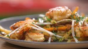 mytf1 recettes cuisine recette de wok de gambas et pommes de terre petits plats en