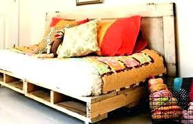 canapé lit palette fabriquer une banquette lit canape lit palette canapac chauffeuse
