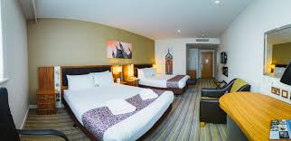 Bedrooms Holiday Inn Accommodation In Hampshire - Holiday inn family room