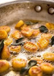 comment cuisiner des gnocchi easy pumpkin gnocchi with butter sauce recipetin eats