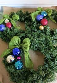 an easier way to make an ornament wreath for the holidays hometalk