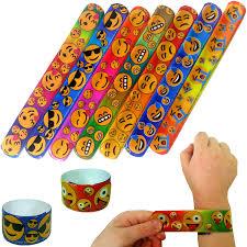 petits cadeaux anniversaire german trendseller 4 x emoji bracelets à claquer mélange de