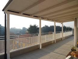 tettoia in legno per terrazzo tettoia in legno per eterno su balcone finitura bianco spazzolato