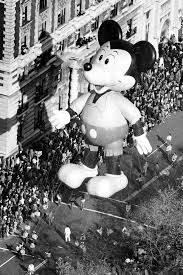 watch love at the thanksgiving day parade 10 things you never knew about the macy u0027s thanksgiving day parade